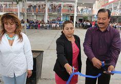 Alcalde de Zacatelco entrega a escuela barda perimetral