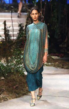 Stylish Dress Designs, Stylish Dresses, Nice Dresses, Fashion Dresses, India Fashion Week, Lakme Fashion Week, Fashion Show, Fashion Design, Fashion Weeks