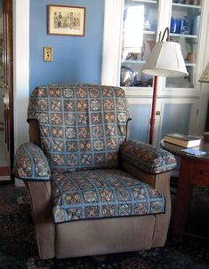 Very clever Quilted Recliner Slipcover by AnitaSt of Quilting Board Diy Sofa Cover, Couch Covers, Recliner Cover, Recliner Slipcover, Diy Furniture Covers, Retro Dining Chairs, High Chairs, Desk Chairs, Kitchen Chairs