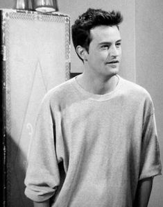 Matthew Perry as Chandler Bing Joey Friends, Friends Cast, Friends Moments, Friends Series, Friends Tv Show, Friends Forever, Chandler Bing, Monica And Chandler, Matthew Perry Young