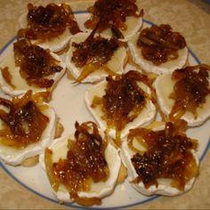 Tostadas de queso de cabra con cebolla caramelizada http://www.rebanando.com/receta-55997-tostadas-de-queso-de-cabra-con-cebolla-caramelizada.htm