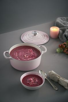 New Shell Pink has been inspired by the soft tones of seashells, capturing the essence of romance and summer sunsets. Add an elegant blush to the kitchen and the home with Shell Pink from Le Creuset, launching in store and online at www.lecreuset.co.za from 14th February 2020. Summer Sunset, Le Creuset, Seashells, Cookware, Sunsets, February, Blush, Product Launch, Romance