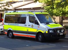 Canberra Hospital Emergency Department nel Garran, ACT Ambulance Service Mercedes Benz Sprinter, Canberra Australia