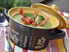 Supa crema de broccoli cu sticksuri de bacon Moscow Mule Mugs, Tableware, Broccoli, Soups, Bacon, Cream, Dinnerware, Tablewares, Soup
