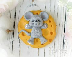 Нет описания фото. Diy Crafts For Gifts, Clay Crafts, Felt Crafts, Tom And Jerry Cake, Clay Angel, Unicorn Cupcakes Toppers, Biscuit, Clay Cup, Doll Eyes