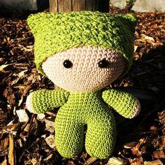 """Deze knuffel """"Big Head Doll – Green"""" is ontzettend zacht, schattig en heeft een ontzettend hoge knuffelfactor, de ideale knuffel voor uw kindje. Deze knuffel wordt gehaakt met liefde en passie. Ook andere kleuren zijn mogelijk, stuur ons dan gerust een bericht. Bestel tijdig, handwerk vraagt best wel wat tijd :-) info@vanvie.be 0472/464 030 Dinosaur Stuffed Animal, Teddy Bear, Toys, Animals, Activity Toys, Animales, Animaux, Teddybear, Animal"""