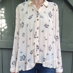 Free people long sleeve soft printed top! Free people long sleeve cream and black printed top! Size xs. Great condition! Stitching is a little off on bottom left. See last image. Came like that. Bundle more and save! Free People Tops Button Down Shirts