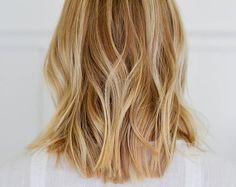 MINIMAL + CLASSIC: soft wavy blonde bob