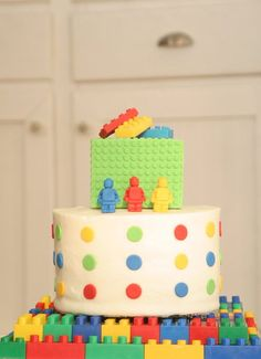 Not a fan of that cake, but like the Lego Cake display board idea.
