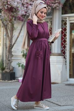 Maxi dresses with hijab styles – Just Trendy Girls Islamic Fashion, Muslim Fashion, Modest Fashion, Fashion Dresses, Hijab Casual, Hijab Chic, Casual Dresses, Maxi Dresses, Modele Hijab