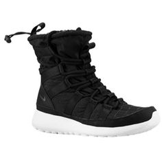 Nike Roshe Run Hi Sneakerboot combines comfort, warmth, and fitness into one!