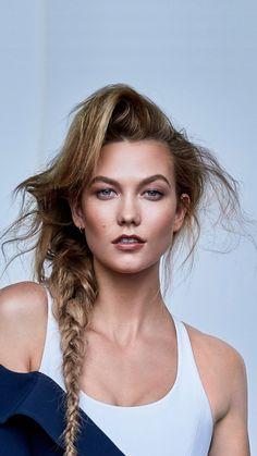 Model Pictures, Model Photos, Karlie Kloss Taylor Swift, Karlie Kloss Style, Vogue Photography, Clueless Outfits, Victoria's Secret, Stunning Wallpapers, Girl Senior Pictures
