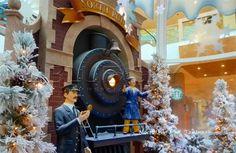 santa set for mall Commercial Christmas Decorations, Store Displays, Display Ideas, Mall, Merry Christmas, Santa, Military, Holiday Decor, Photos