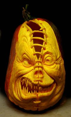 Wonderful sculptures Halloween Pumpkin carvings ideas designed by Ray Villafane. See more than 28 pumpkin designs that will make you Scared. Humour Halloween, Clown Halloween, Terrifying Halloween, Scary Halloween Pumpkins, Halloween Jack, Halloween News, Spooky Scary, Halloween Party, Happy Halloween