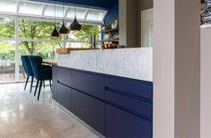 Arclinea Woonkeuken Tiel Kitchen Island, Kitchen Cabinets, Home Decor, Design, Lush, Island Kitchen, Interior Design, Home Interior Design, Design Comics