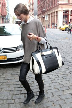 Olivia Palermo Photos Photos - Olivia Palermo sports leather trousers and an oversized sweater while out and about in New York City. - Olivia Palermo in Leather Pants Look Olivia Palermo, Estilo Olivia Palermo, Tomboy Chic, Stylish Couple, Leather Trousers, Leggings, Fashion Pictures, Autumn Winter Fashion, Love Fashion