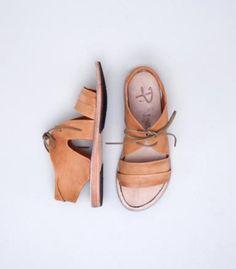 // P. Monjo Rita tan sandal