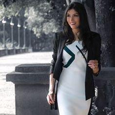 Quem é que não gosta de parecer mais magra? rs É isso que a modelagem deste vestido da @paconcept faz. O vestido é branco na frente, mas as costas e laterais o tecido é preto e cria ilusão de um corpo mais fino ☺️ . Ph: @marcosmilozi . . . . . . . . . .#look #instalook #fashion #moda #midi #skirt #style #blog #fashionblogger #modait #lookdodia #instafashion #fashionstyle #ootd #fashionfury #girl #modaparameninas #fashiondiaries #photofashion #picture #blogger #webstagram #fashionista…