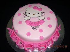Torta en pastillaje rosa con figura H.K. en pastillaje 2D