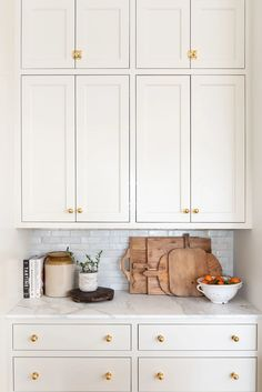 We're delighted to share with you a new series in the Armac Martin journal. We'll be showcasing 'Kitchens We Love' and in the first, we're featuring the beautiful McGee family kitchen by interior designers Studio McGee. Updated Kitchen, New Kitchen, Kitchen Living, Family Kitchen, Kitchen Ideas, Kitchen Small, Kitchen Trends, Küchen Design, Home Design