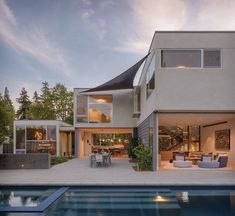 This contemporary home was designed by Verner Architects in collaboration with Scavullo Design, located in theSan Francisco Bay Area, California.
