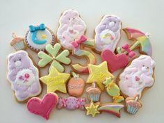 お誕生日のギフトや記念日、バレンタインデーなどにぴったりのアイシングクッキー♡アートのような凝ったデザインのアイシングクッキーがいっぱい!!!作り方動画もまとめました。