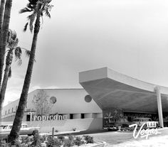 The Tropicana Hotel opens! 1957 in Tropicana Las Vegas The famed Les Folies… Tropicana Hotel, Tropicana Las Vegas, Old Vegas, Vegas 2, Atlantic City Casino, Las Vegas Photos, Vegas Casino, Relax, Vegas Strip