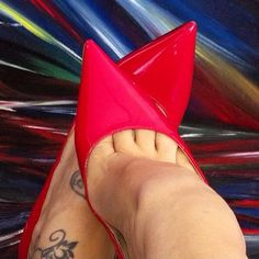 Lucyheels: red patent pumps,  toe cleavage,  and nice tat