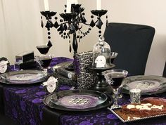 Halloween Gothic Glam Party ( this would be my house all the time) Adult Halloween Party, Halloween Dinner, Halloween Table, Halloween Party Decor, Holidays Halloween, Halloween Themes, Gothic Halloween, Halloween Stuff, Halloween Havoc