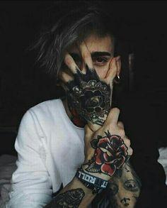 𝑷𝒊𝒏𝒕𝒆𝒓𝒆𝒔𝒕 // 𝒎𝒐𝒐𝒅𝒚𝒔𝒆𝒓 Sleeve Tattoos, Boy Tattoos, Tattoo Boy, Tattoos For Guys, Body Art Tattoos, Emo Boys, Boys Dps, Cute Emo, Cute Boys