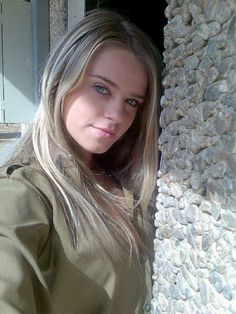 The real GI Jane, Girl soldier from the Israel Defence Force..........Wow!!! She had to help their morale!!!