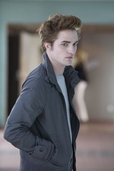 Pin for Later: Sink Your Teeth Into Robert Pattinson's Best Pictures From The Twilight Saga Twilight He is one beautiful creature . . . er, vampire.