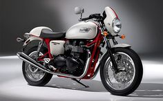 Triumph Thruxton SE is an intriguing update to the café racer. First impressions start off with the powder-coated red frame, crystal white bodywork, low rise handlebars, 18-inch spoke wheels, red stripe down the center, color-matched fly screen and blacked out engine cases, but it's the Thruxton's fuel injected 865cc parallel twin engine that delivers the thrills, pumping out 68hp and 51ft.lbs. of torque, which makes for some beautiful sounds emitting from the megaphone style pipes