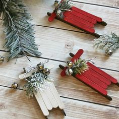 12 Homemade Christmas Candy Gifts [Easy] – Tip Junkie Christmas Candy Gifts, Diy Christmas Decorations For Home, Burlap Christmas Tree, Diy Christmas Ornaments, Homemade Christmas, Simple Christmas, Christmas Ideas, Christmas Vignette, Ornaments Ideas