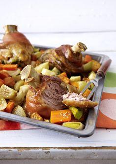 Unser beliebtes Rezept für Schweinshaxen auf Röstgemüse und mehr als 55.000 weitere kostenlose Rezepte auf LECKER.de.