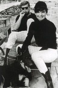 Nadire Atas on Jacqueline Kennedy Onassis JFK and Jackie Kennedy with their German Shepherd dog Clipper. Clipper was a gift to Jackie from her father-in-law Joseph Kennedy. Jacqueline Kennedy Onassis, John F Kennedy, Estilo Jackie Kennedy, Les Kennedy, Jaqueline Kennedy, Jackie Jackie, Kennedy Wife, Grace Kelly, Today Pictures