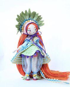 Foto Knitted Dolls, Crochet Dolls, Grace Art, Crochet Chart, Amigurumi Toys, Miniature Dolls, Beautiful Dolls, Doll Toys, Crochet Projects