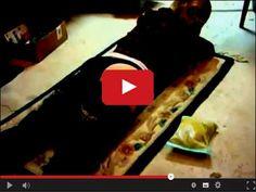 Trochę to przypomina znakowanie bydła... ale co kto lubi w końcu są #walentynki Prezent na walentynki w serwisie www.smiesznefilmy.net tylko tutaj: http://www.smiesznefilmy.net/prezent-na-walentynki