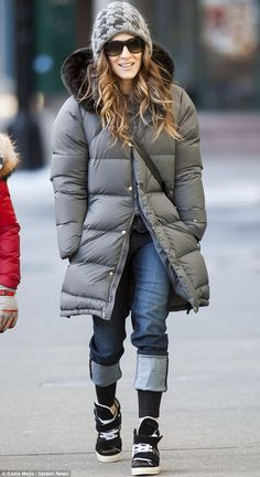 Shoe beauty: Sarah Jessica Parker wore a pair of trendy boots as she padded around New York on Wednesday bad bitch alert Outfits Otoño, City Outfits, Winter Outfits, Fashion Outfits, Sarah Jessica Parker, Diva Fashion, Star Fashion, Fashion Moda, Simple Outfits