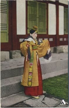 Korean court gisaeng(Woman entertainer) in late 18 century Korean Traditional, Traditional Outfits, Historical Clothing, Historical Photos, Qi Gong, Kung Fu, Geisha, Sri Lanka, Nepal