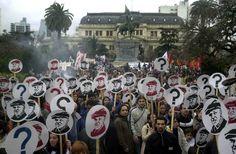 15 - Julio López Télam, La Plata,  18/09/2007. Al cumplirse un año de la desaparición de Jorge Julio López, Organismos de Derechos Humanos marcharon por las calles de esta ciudad. Foto: Carlos Cermele/Télam