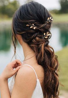 If you are finding for fresh ideas of wedding an bridal hairstyles to use with long hair looks then visit here for most amazing trends for long wedding haircuts in 2018. To provide you best styles of wedding haircuts we have gathered here some of the gorgeous trends of long wedding hairstyles for brides in 2018.