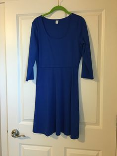 Old navy size medium fit and flare dress. $15 plus shipping Buy My Clothes, Short Sleeve Dresses, Dresses With Sleeves, Flare Dress, Fit And Flare, Old Navy, Medium, Stuff To Buy, Fashion