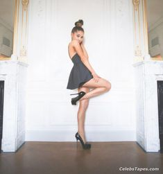 Ariana Grande full frontal posing photos. Ariana Grande booty in ... | Frauen Haare |