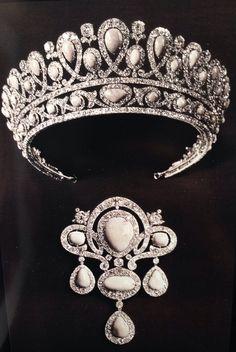 Tiara y broche de turquesa y diamantes de la colección de joyas imperial rusa.