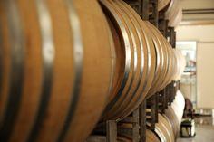 Știați că butoiale de vin sunt diferite față de cele de tărie?   Descoperă gama completă de butoaie pe www.mesteresti.ro #barrelwine #barrel #wine #butoivin #butoaielemn #cellar #crama #winecellar