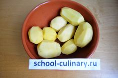 Then peel potatoes. Peeling Potatoes, Cream Soup, Curry Powder, Honeydew, Coriander, Cooking Time, Carrots, Spicy, Beans