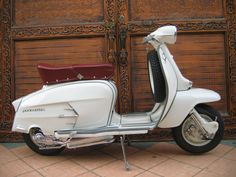 Lambretta SX200....I would so roll one of these in the summer!