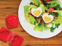10 brunch recipes + 4 DIY decoration ideas = February the Valentine's day. Surprise your lover with a perfect Valentine's day brunch Boiled Egg Maker, Boiled Eggs, Cool Kitchen Gadgets, Cool Kitchens, Hello Naomi, Valentines Breakfast, Egg Molds, Egg Toast, Cool Inventions