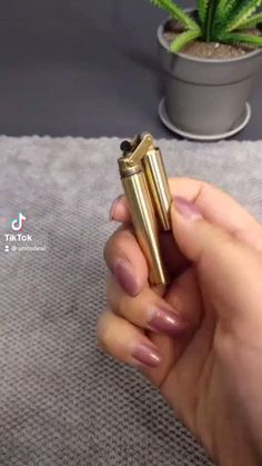Custom Lighters, Cool Lighters, New Technology Gadgets, Cool Technology, Smoking Accessories, Tech Accessories, Instruções Origami, Sold Out Sign, Wow Video